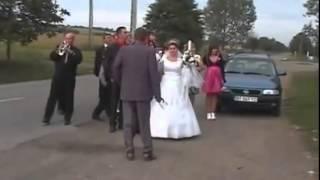 Nunta in Moldova. Старомолдавский обряд с мусорником на свадьбе.