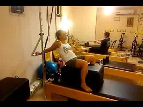 Pilates. Estiramiento de hombros en extensión.
