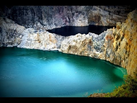Acid Lakes! Magic Volcano Kelimutu and three crater lakes of varying colors / HD1080 (2013)