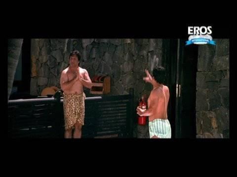 Govinda takes a bath on the beach | Money Hai Toh Honey Hai