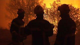 Incendies en Haute-Corse: une nuit avec les pompiers au cœur des flammes