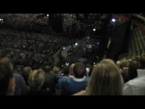 Billy Joel's entrance to Manchester Arena - 29 Oct 2013