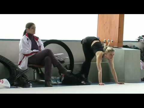 Обычная тренировка в художественной гимнастике.