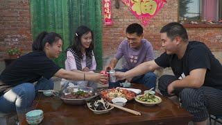 【食味阿远】二姐带了只波士顿大龙虾,阿远做干锅鸭头招待,又清蒸的龙虾   Shi Wei A Yuan