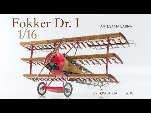 Red Barons famous triplane Fokker Dr I: 750 pieces in motion