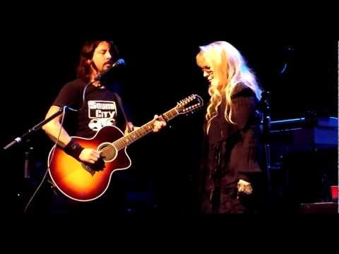 """Dave Grohl & Stevie Nicks - """"Landslide"""" - Live at the Palladium"""