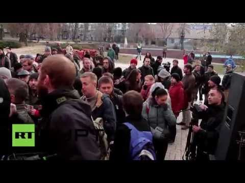 Ukraine: Long QUEUES form at Donetsk polling station