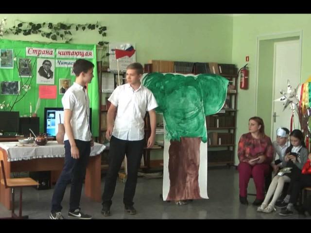 """Изображение предпросмотра прочтения – «Школьный театр """"Радость""""» читает произведение «Два Мальчика» И.А.Крылова"""