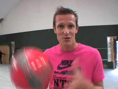 Peter Møller præsenterer talentkonkurrencen på Goal.dk