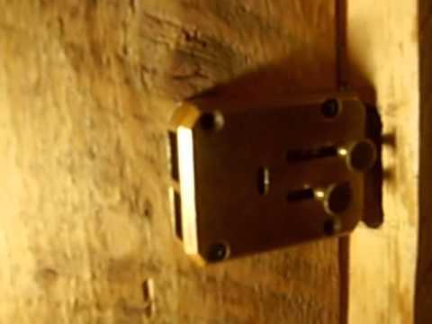 Взлом отмычками --  взлом реечного замка за менее полутора мінут