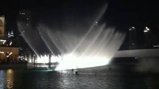 "Dubai Mall fountain dances on ""Anta Oumri"""