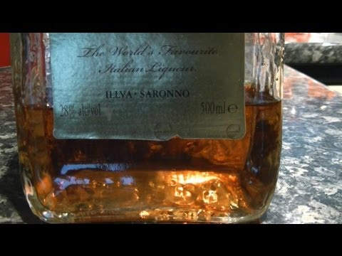 How to make Amaretto, a liqueur of apricot stones and vanilla
