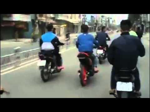 Quái xế đua xe náo loạn đường phố Sài Gòn