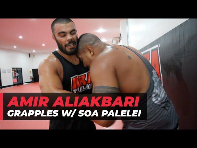 Amir Aliakbari grapples with Soa