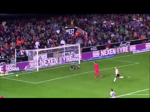 Claudio Bravo ● Best Saves 14/15 ● FC Barcelona ● HD