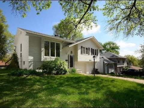 9624 Browne St | 3 bed | North Central Omaha with all kitchen appliances including washer & dryer!