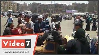 بالفيديو..حى المطرية يصادر بضاعة بائع متجول وشقيقته: