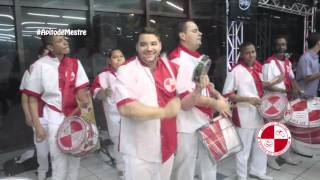 Festa de Debutante com show de bateria de escola de samba - Apito de Mestre