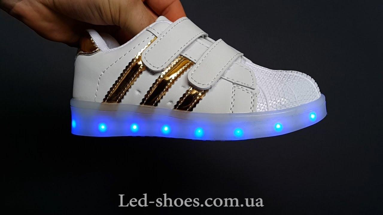 Современные кроссовки золотого цвета из обновленной коллекции adidas. Закажи с доставкой по всей россии.