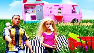 Vidéo en français pour enfants. Barbie et Ken font du camping. Histoire pour filles