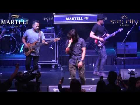 Setia Band - PUSPA [Live] Martell Event Be Curious at Sun City Lounge Jakarta
