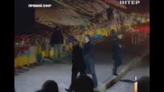 Порошенка освистали на Майдане(, 2015-02-20T20:21:26.000Z)