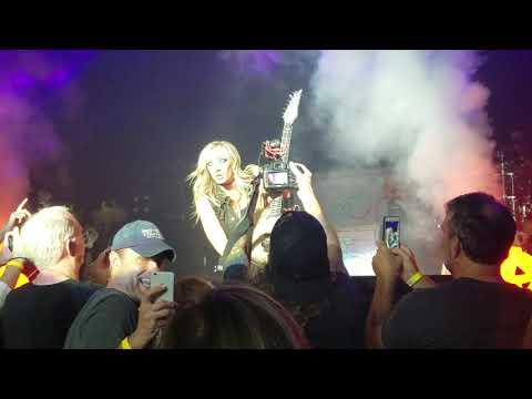 Nita Strauss guitar solo - Alice Cooper 10/8/18 Duke Energy Center Raleigh NC