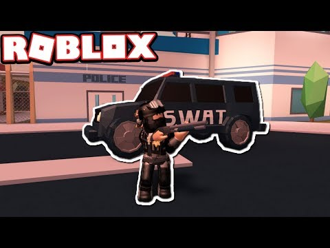 TROLLING CRIMINALS AS A SWAT OFFICER!!! (Roblox Jailbreak)