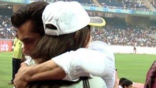 Salman Khan Hugs Sneha Ullal @ CCL | Check Out