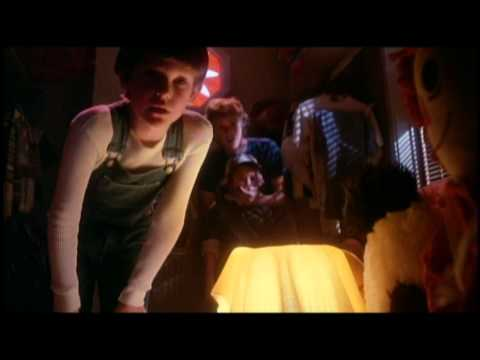 E.T. The Extra-Terrestrial - Trailer