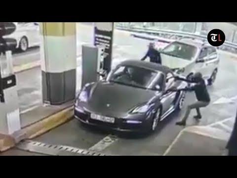 Gun-wielding robbers attack Porsche at Hyde Park Corner