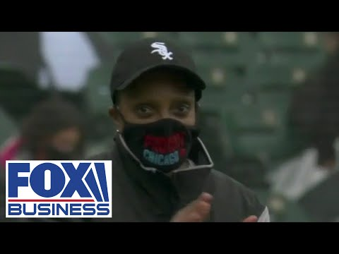 Chicagoans boo Democrats Pritzker, Lightfoot at White Sox home opener