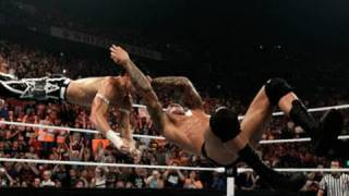 Raw: Randy Orton RKOs Evan Bourne