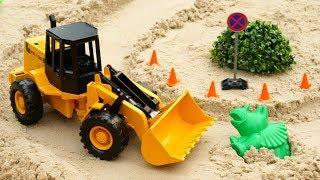 Çocuk Videoları. İnşaat Arabaları Kazı Yapıyor. Kum Oyunu