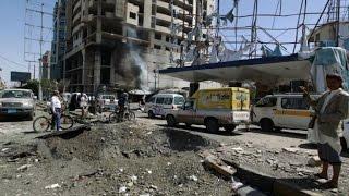 اليمن: مقتل عشرات الجنود في هجوم انتحاري على معسكر في عدن