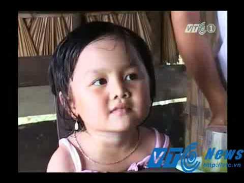 Bé gái 3 tuổi đọc báo và hát tiếng Anh như người lớn-Yume TTNV