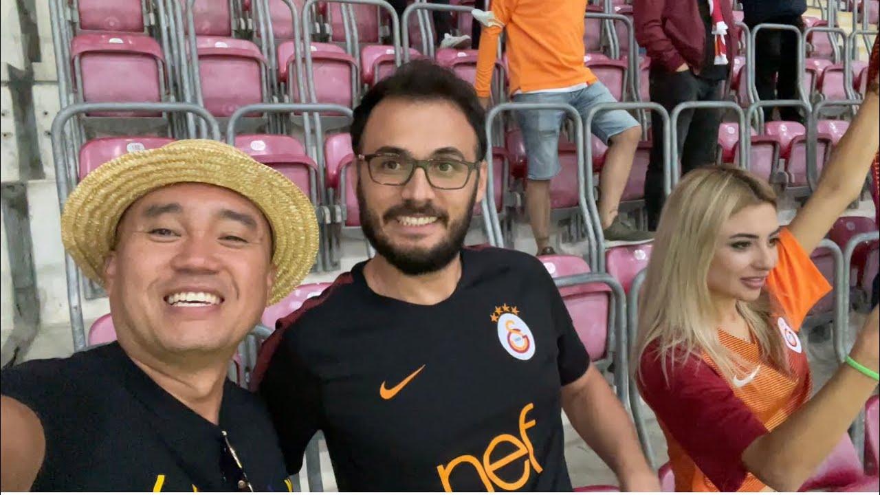 Download Tập 233: Qua Thổ Coi Đá Banh  Galatasaray vs Goztepe. Phải sử dụng kế mới vô được sân vận động.
