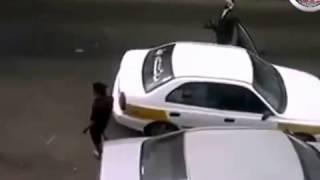مقطع اختطاف الدبلوماسي العماني في صنعاء