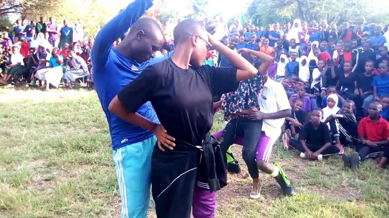 Download Wanafunzi wa kidijitali wakikonga nyoyo za mashabiki zao
