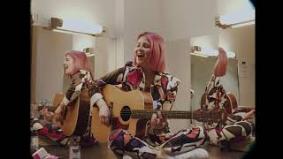 Смотреть клип Emily Burns - Terrified