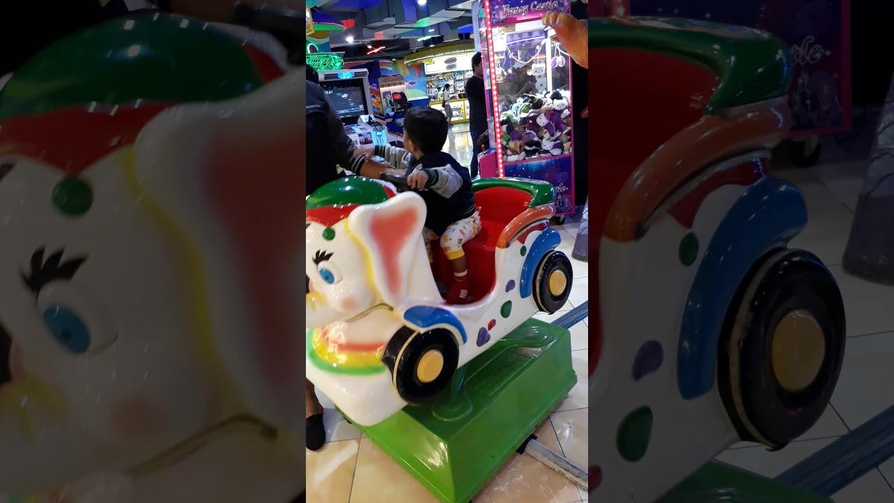 Perhatikan apa yang terjadi dibelakang gajah mainan!!! - YouTube