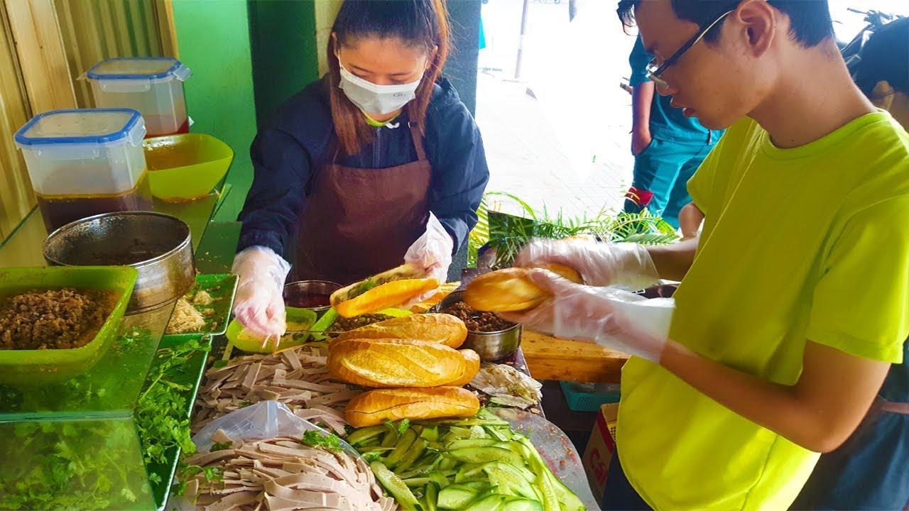 Xe bánh mì Pate Gia Lai 6 người bán không kịp trên vỉa hè Sài Gòn vì độ ngon   street food of saigon