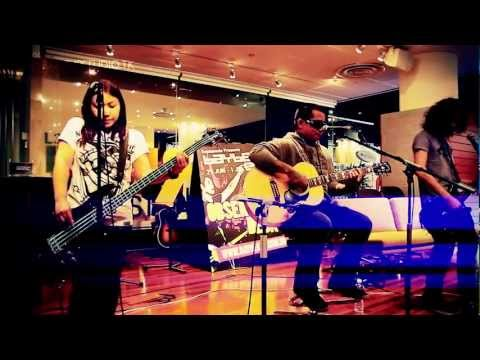 Urbandub - Gravity (acoustic session) Live in Baybeats Singapore 2012