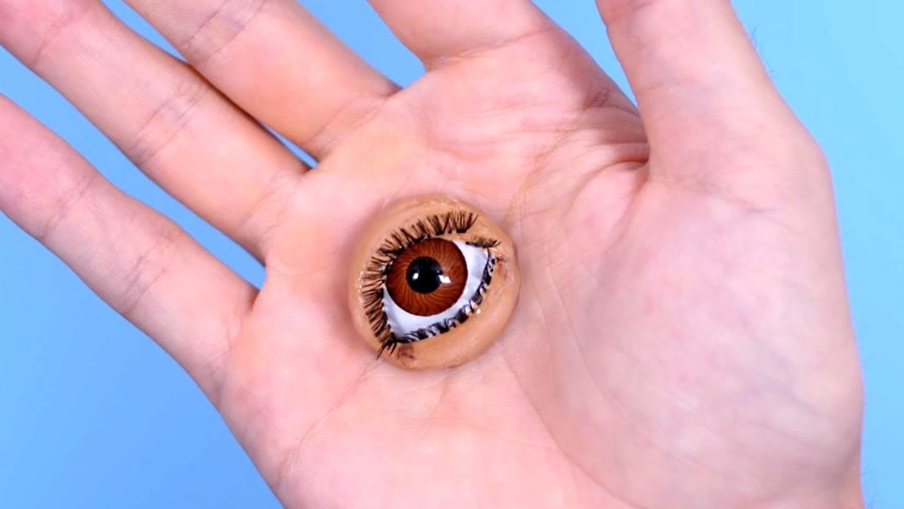 eye grows on hand surprise