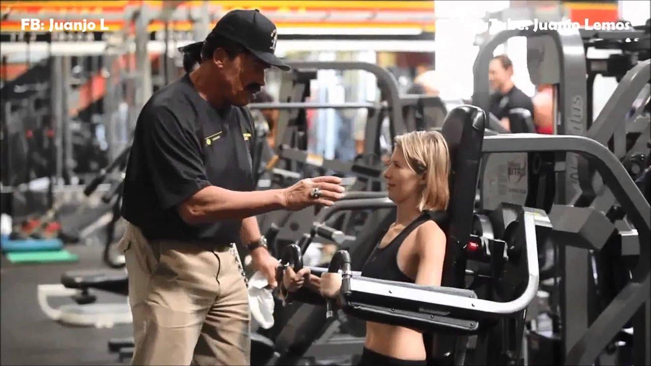 Arnold disfrazado de entrenador en el gold s gym youtube for El gimnasio