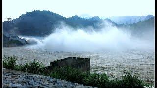 Thủy điện Hòa Bình mở thêm cửa xả lũ thứ 3, sông Đà như biển nước