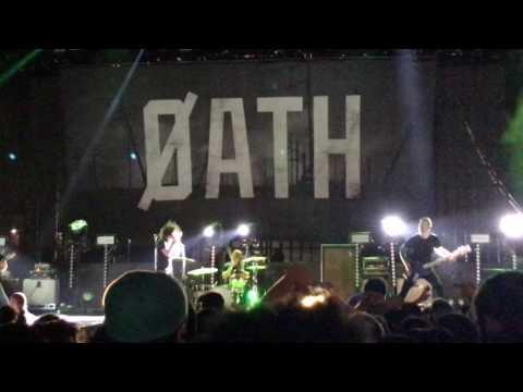 Underoath - Illuminator (Live at The Shrine Auditorium & Expo Hall - Los Angeles, CA)