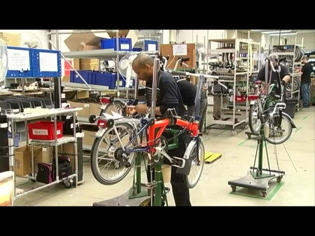 UK economy probably slowing but productivity grows
