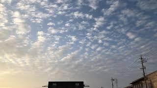 おはようございます 朝日は綺麗ですね雲も美しいです。