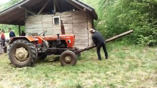 Pijani covek podize Ursus traktor(Pine vs 335)- drunk man raises a tractor